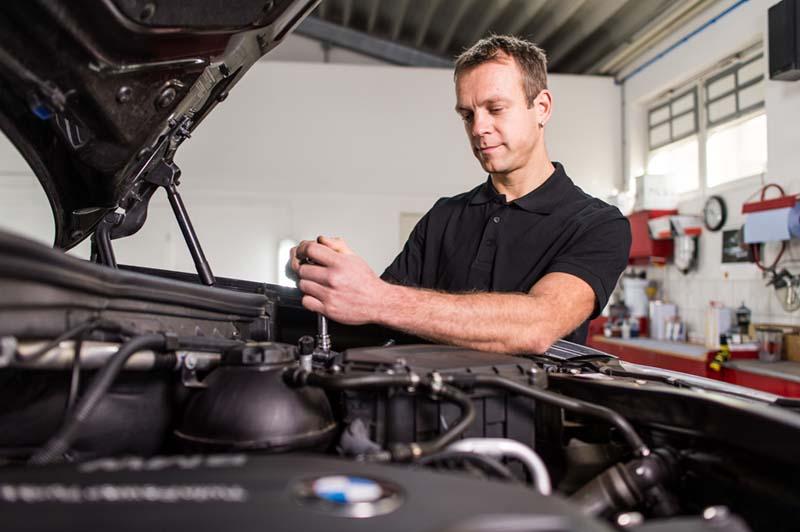 Poweleit Der Autolackierer GmbH | Leistungen | Fahrzeugmechanik und Reifenservice | Reparatur